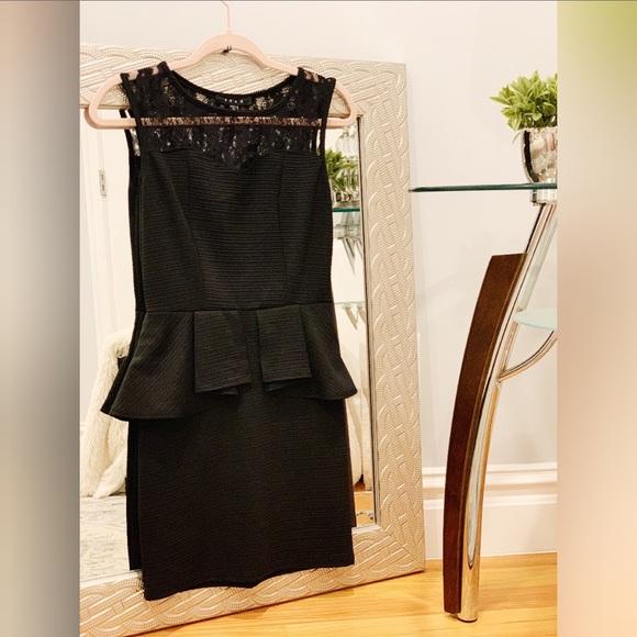 Dresses & Skirts - 𝑩𝒍𝒂𝒄𝒌 𝑷𝒆𝒑𝒍𝒖𝒎 𝑫𝒓𝒆𝒔𝒔